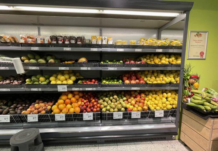 フィンランドのスーパー 商品が流れまっせ! とある日の買い物
