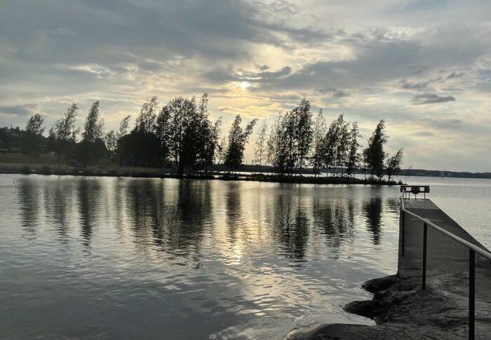 フィンランド生活備忘録 夕食後はちょっと泳ぎに行ってくるよ